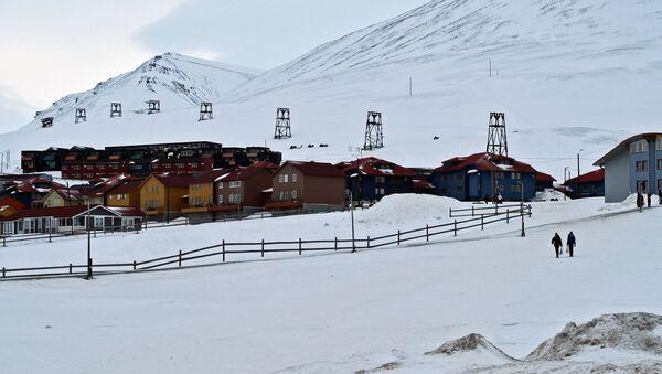 Houses in the Norwegian town of Longyearbyen on the island of West Spitsbergen (Spitsbergen) - Sputnik Italia