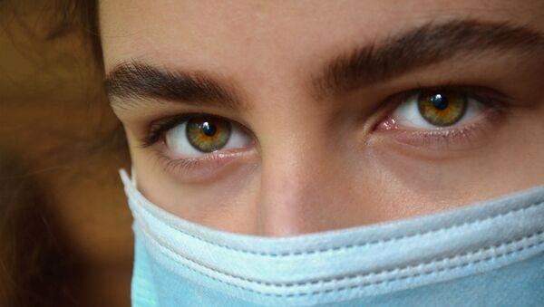Coronavirus in Russia - occhi di ragazza in mascherina - Sputnik Italia