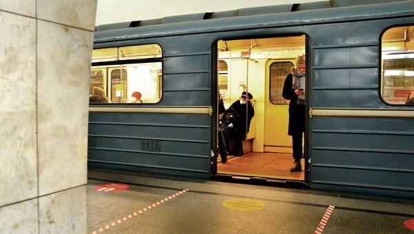 Coronavirus in Russia - Mosca, metropolitana, dicembre 2020 - Sputnik Italia