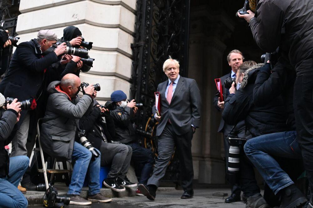 Il primo ministro britannico Boris Johnson fotografato dopo una riunione di governo