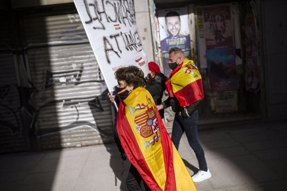 Partecipanti a una manifestazione antigovernativa a Madrid, Spagna