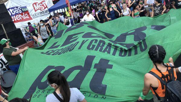 La marcia dei fazzoletti verdi in Argentina a favore dell'aborto - Sputnik Italia
