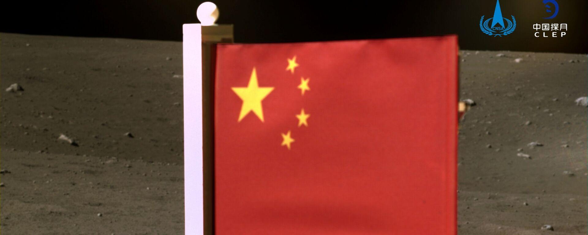 La bandiera nazionale della Cina sulla luna - Sputnik Italia, 1920, 12.12.2020