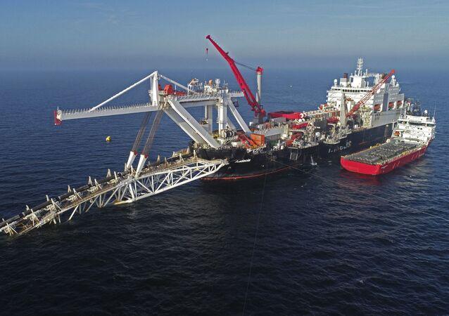 Lavori per posare tubi di Nord Stream-2