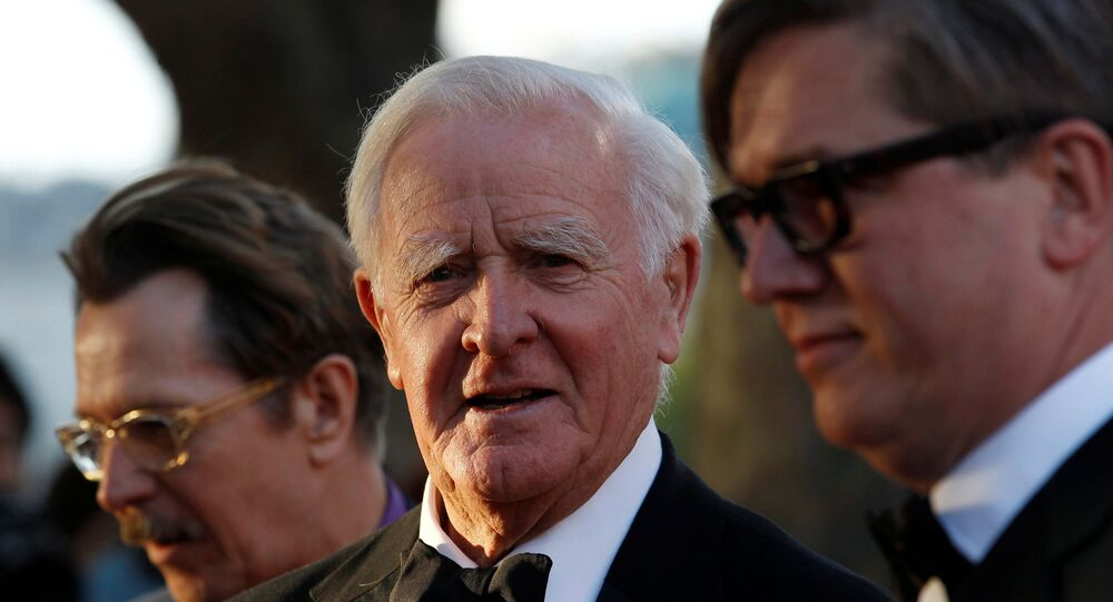 British author John Le Carre (C) poses for photographers with British actor Gary Oldman (L) and Swedish director Tomas Alfredson at the UK premiere of Tinker Tailor Soldier Spy in London September 13, 2011.
