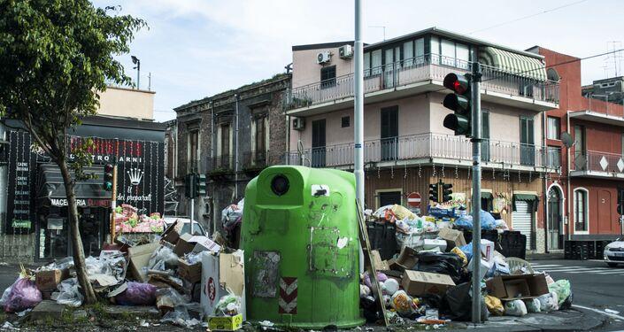 Emergenza rifiuti a San Cristoforo