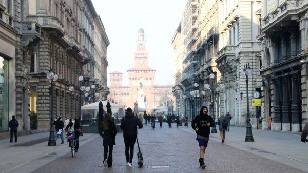 Vista su Castello Sforzesco a Milano - Sputnik Italia