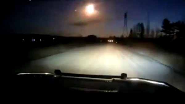 Screenshot from the video taken by Minnesota police sheriff, allegedly showing a meteor falling down from the sky - Sputnik Italia
