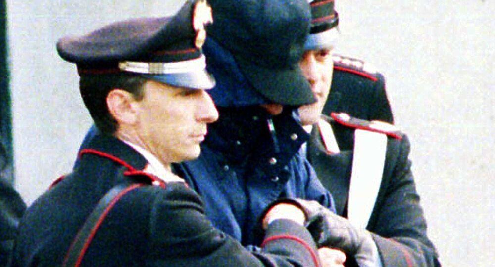 Donato Bilancia con agenti della polizia