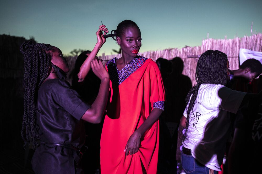 La sfilata di moda durante la Dakar Fashion Week, Dakar, Senegal, il 12 Dicembre 2020.