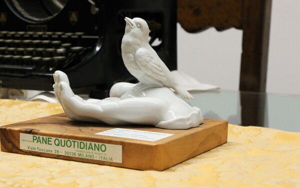 Una statuetta nell'ufficio dell'associazione Pane Quotidiano - Sputnik Italia
