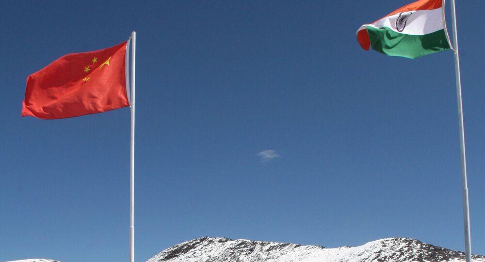Bandiere di Cina ed India