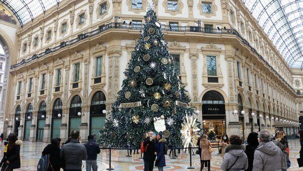 Un albero di Natale nella Galleria di Vittorio Emanuele II a Milano - Sputnik Italia