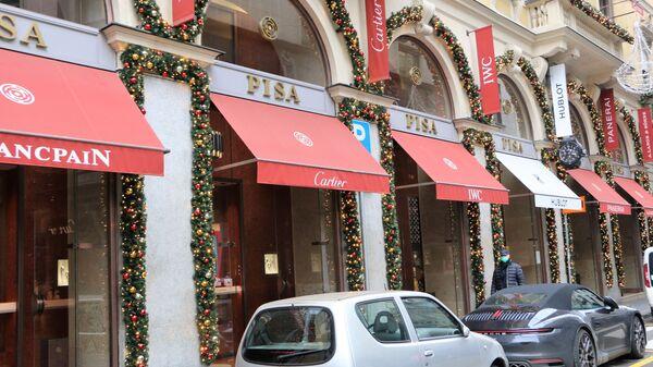Le vetrine dei negozi decorate per il Natale - Sputnik Italia