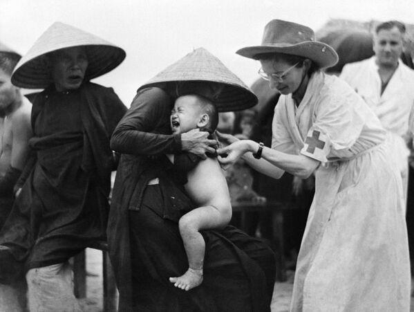 Vaccinazione contro il colera dei residenti di Mong Duc, Indocina - Sputnik Italia