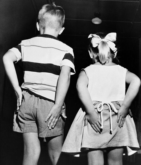 Bambini dopo la vaccinazione contro la poliomielite, 1952 - Sputnik Italia