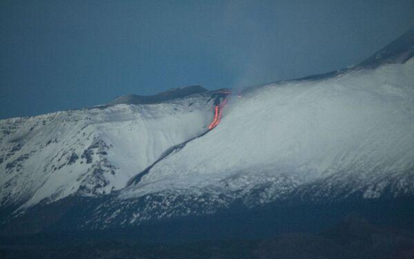 Fiume di lava dal cratere Sud-Est dell'Etna - Sputnik Italia