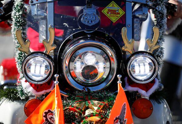 Una moto Harley Davidson durante la parata del Natale a Tokyo, Giappone.  - Sputnik Italia