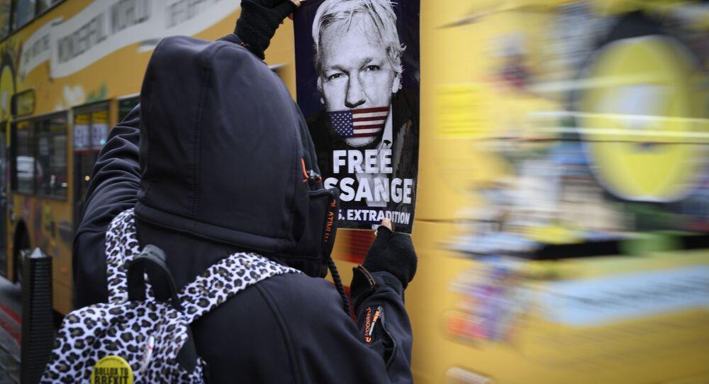 Julian Assange libero