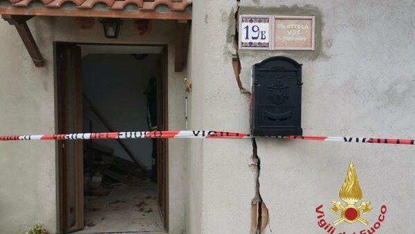 Esplosione alle 12:30 in un'abitazione per probabile fuga di gas in località Cibottolla - Sputnik Italia
