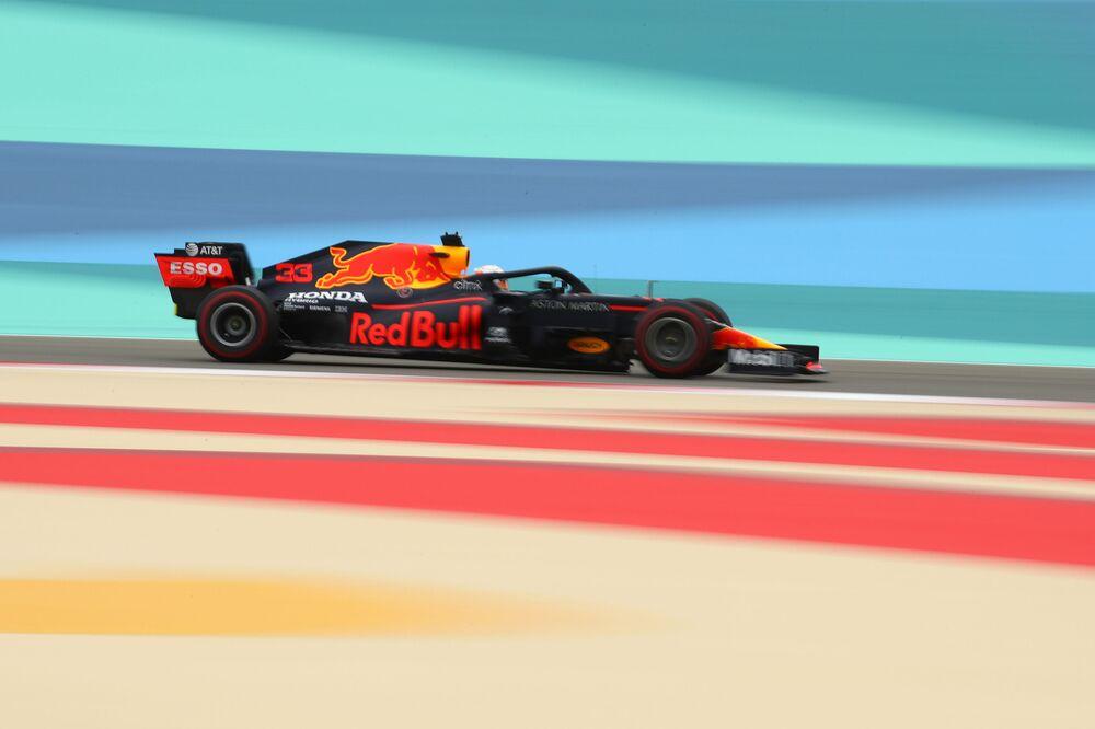 Il pilota della Red Bull Max Verstappen durante la sua prima sessione di allenamento prima del Gran Premio di Formula 1 in Bahrain