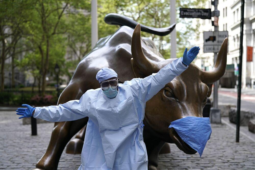 Il Toro di Wall Street è una scultura in bronzo realizzata dall'artista siciliano Arturo Di Modica e collocata presso il Bowling Green Park, nel quartiere della borsa di New York a Wall Street