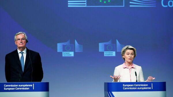 Ursula von der Leyen e Michel Barnier durante la conferenza stampa dopo che è stato raggiunto l'accordo sulla Brexit - Sputnik Italia