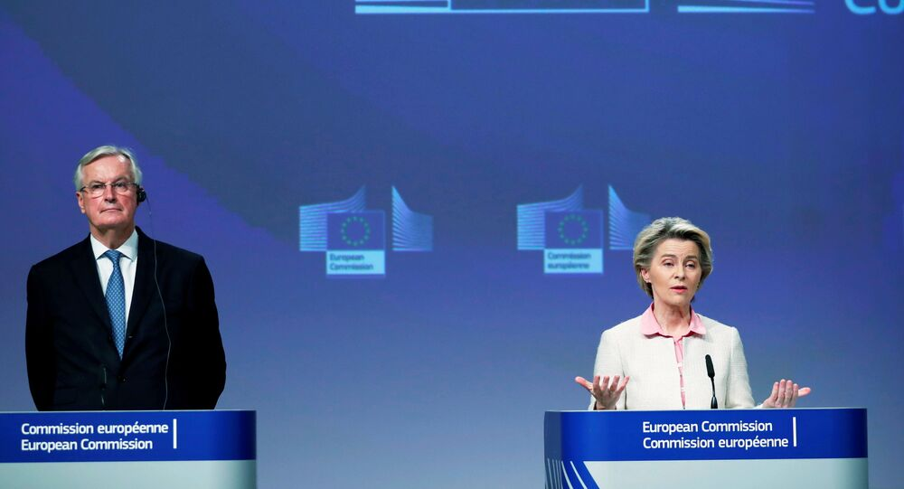 Ursula von der Leyen e Michel Barnier durante la conferenza stampa dopo che è stato raggiunto l'accordo sulla Brexit