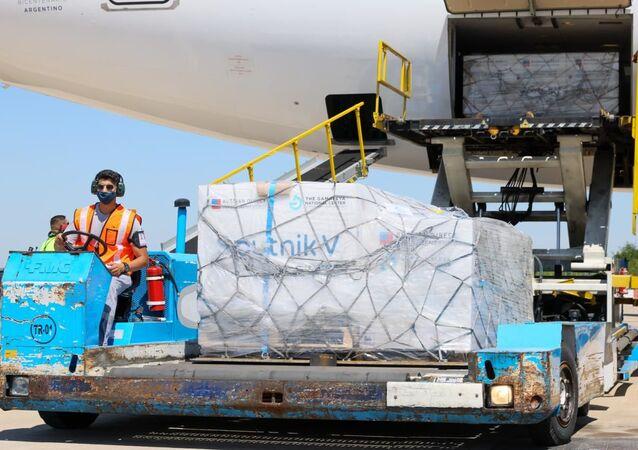 L'aereo con il vaccino russo contro il coronavirus Sputnik V arrivato in Argentina