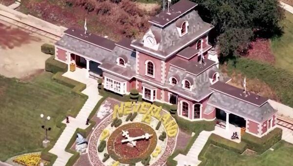 Screenshot image captures an aerial view of Michael Jackson's Neverland Ranch in Los Olivos, California. - Sputnik Italia