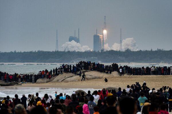 Lancio del razzo cinese Long March-8 dal cosmodromo di Wenchang nella provincia di Hainan, il 22 dicembre 2020 - Sputnik Italia