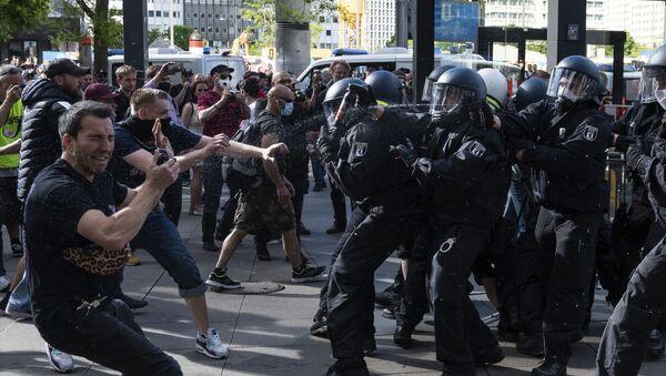 Proteste contro le misure anti-COVID a Berlino - Sputnik Italia