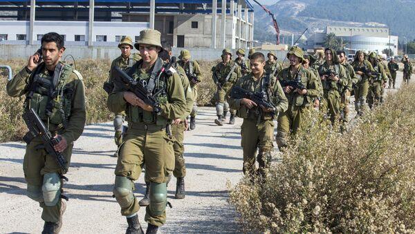 Soldati israeliani pattugliano confine con Libano - Sputnik Italia