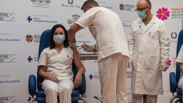 I primi operatori sanitari vaccinati allo Spallanzani - Sputnik Italia