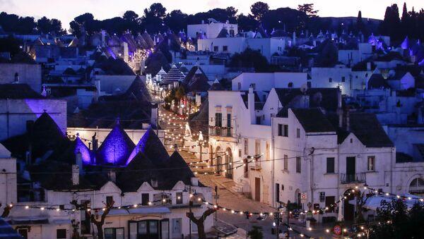 I trulli di Alberobello si illuminano per il Natale, 24 Dicembre 2020.  - Sputnik Italia
