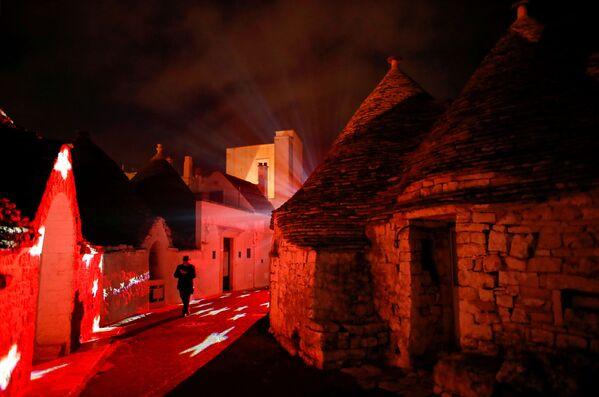 I trulli di Alberobello si illuminano per Natale, il 24 Dicembre 2020.  - Sputnik Italia