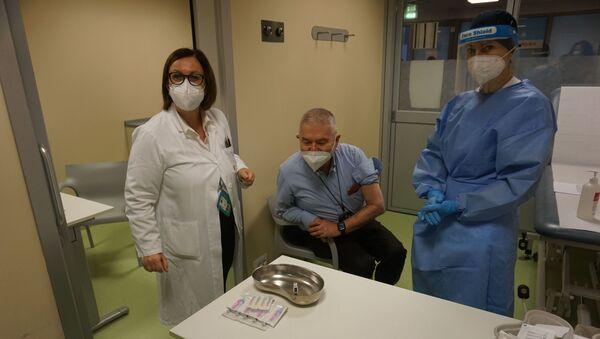 Le preparative per l'iniezione - Sputnik Italia