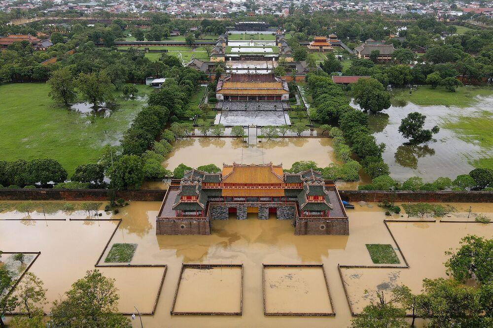 La città imperiale di Hue è stata inondata per le forti piogge nel Vietnam centrale