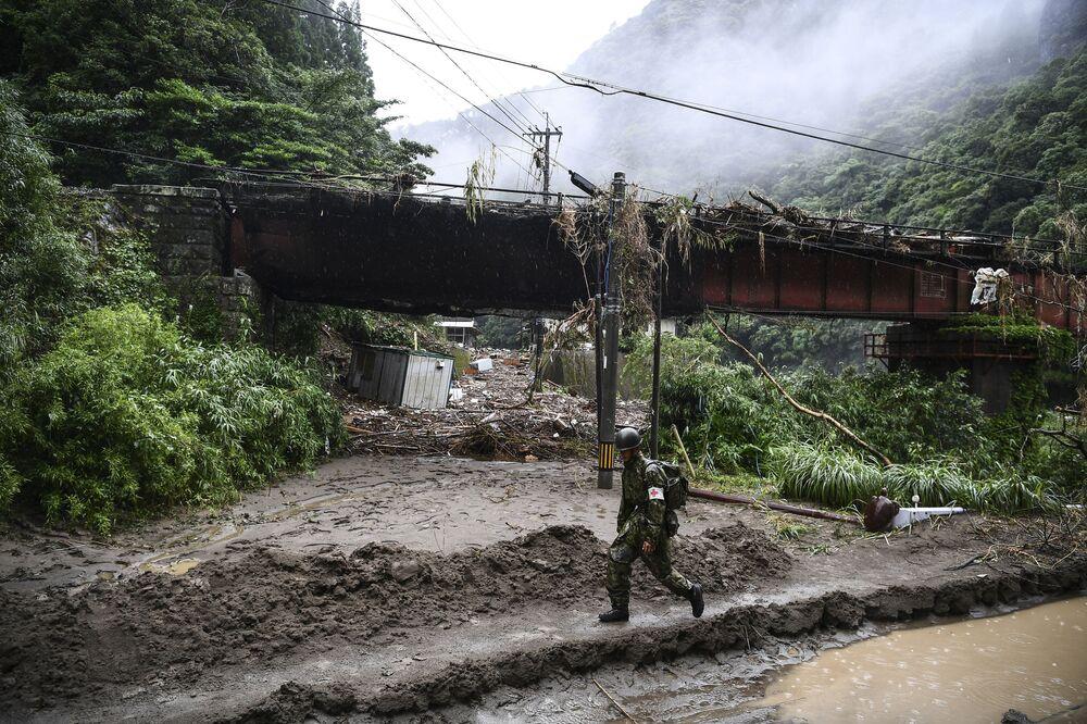Le conseguenze di forti piogge, devastanti inondazioni e smottamenti che hanno ucciso almeno 52 persone nella prefettura giapponese di Kumamoto