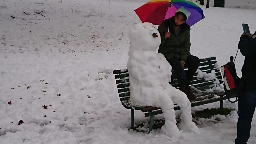 Milano sotto la neve, pupazzo di neve al parco