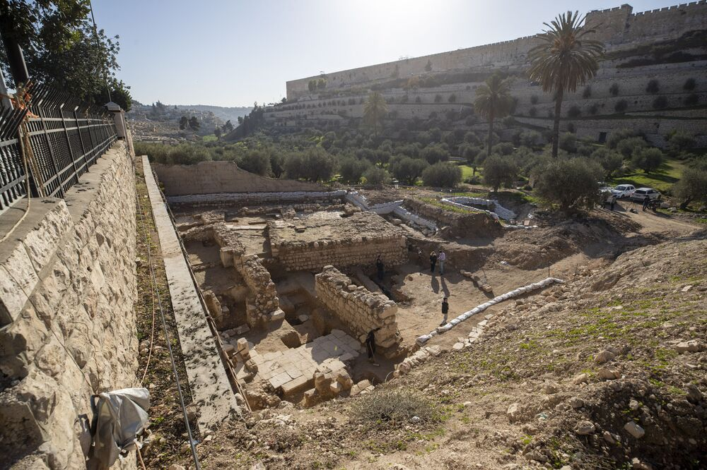Un bagno rituale di 2000 anni fa e i resti di una chiesa del periodo bizantino (circa 1500 anni fa): sono alcuni dei più importanti ritrovamenti archeologici degli scavi condotti nella valle del Cedron, ai piedi della chiesa del Getsemani a Gerusalemme.
