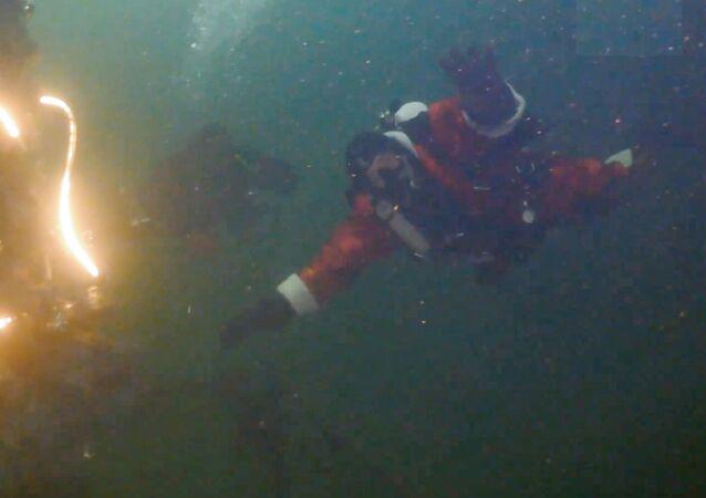 Russia: allestito un albero di Natale sott'acqua