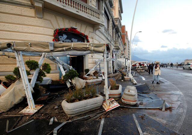 Maltempo a Napoli: le conseguenze di una violenta mareggiata