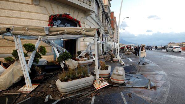 Maltempo a Napoli: le conseguenze di una violenta mareggiata  - Sputnik Italia