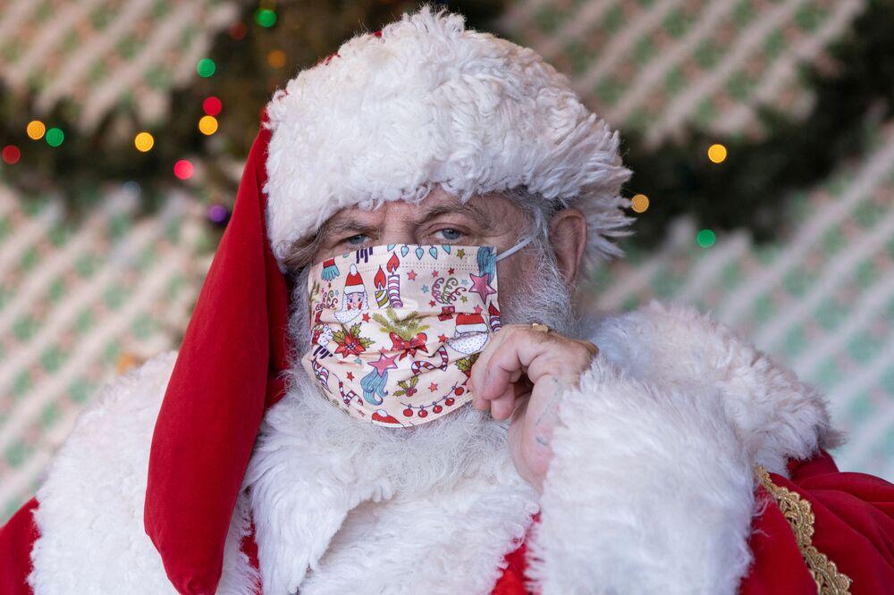 Avvocato vestito da Babbo Natale a New York, USA