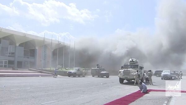 Dust rises after explosions hit Aden airport, upon the arrival of the newly-formed Yemeni government in Aden, Yemen December 30, 2020. Al Arabiya/Reuters TV/via REUTERS THIS IMAGE HAS BEEN SUPPLIED BY A THIRD PARTY. NO RESALES. NO ARCHIVES. MUST NOT OBSCURE LOGO. - Sputnik Italia