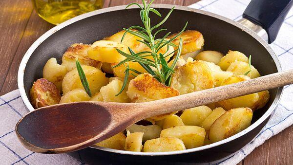 Жареная картошка - Sputnik Italia