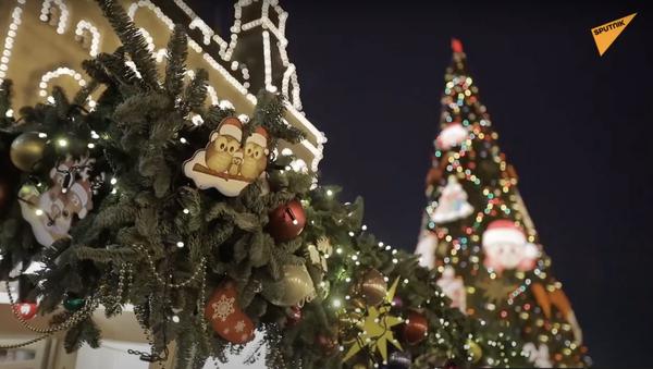 Le luci di Natale: strade e piazze di Mosca sono decorate per le feste - Sputnik Italia