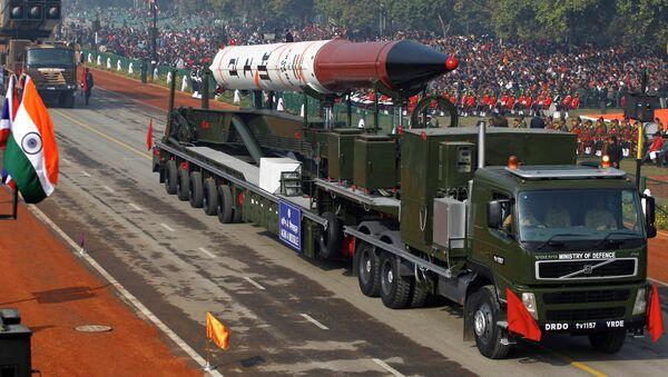 Un missile balistico Agni-IV, in grado di trasportare una carica nucleare - Sputnik Italia