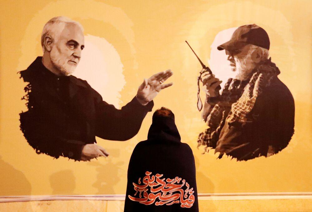 Manifesto sul primo anniversario della morte del comandante iraniano Qasem Soleimani e del comandante iracheno Abu Mahdi al-Muhandis a Baghdad
